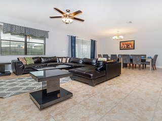✦Perfect & Luxurious Home✦For the Perfect Family w/Pool & Theater Room✦