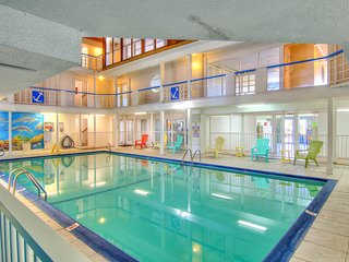 Dog-friendly condo w/ shared indoor & outdoor pools & gym-close to Schlitterbahn