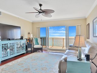 Gulf-front condo w/ step-free access, king-sized electric beds & pool access
