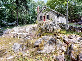 Secluded woodland cabin w/ firepit - minutes to Acadia & Bar Harbor!