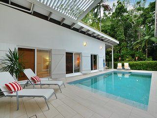 Pavilions in the Palms  Heated Pool Short Path To Beach Five Bedrooms Sleeps 12
