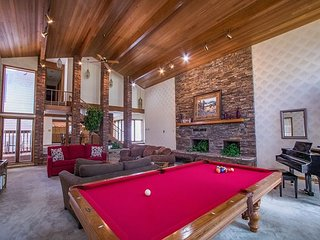 Huge living area with pool table 4 Bedroom 4 Bath Private Home