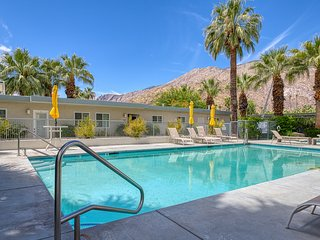 Updated modern condo w/ shared pool & mountain views - near downtown, 2 dogs OK!