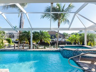 Resort Setting amongst the Palm Trees Waterfront Pool Hot Tub dockside FirePit