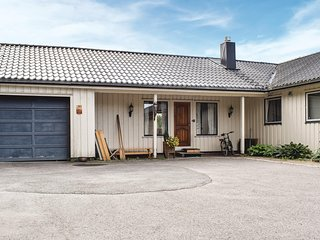 Nice apartment in Øyslebø w/ Sauna, WiFi and 2 Bedrooms