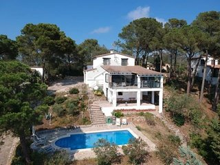 3 bedroom Villa with Pool and WiFi - 5623767