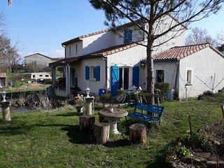 Nice house in Lasgraisses & Wifi
