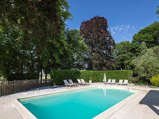 Vaugaudry Chateau Sleeps 12 with Pool