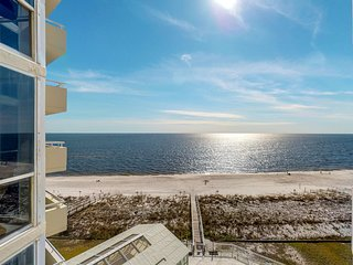 NEW LISTING! Beachfront condo w/ Gulf view & shared indoor/outdoor pool/hot tub