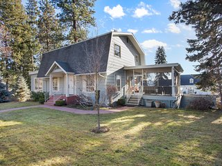NEW LISTING! Luxury home - great location w/ lake views & easy beach access