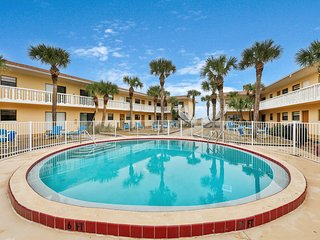 Relax in this cozy condo across the street from the beach with a shared pool