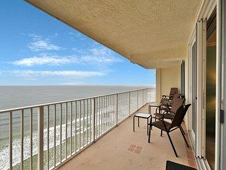 NEW LISTING! Oceanfront condo w/ great views, shared pool/hot tub & beach access