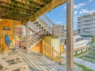 Dog-friendly, canalside townhome w/ a large deck, boat slips, & a harbor view