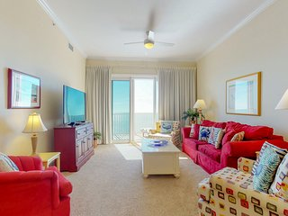Gorgeous beachfront penthouse condo w/ shared pool and beach views!