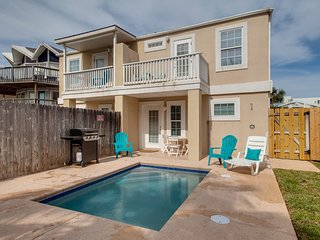 Dog-friendly, island townhome w/ a private pool - close to beach!