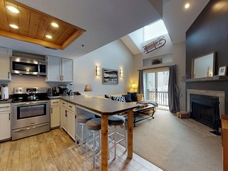 NEW LISTING!  Updated condo w/shared hot tub &fireplace - walk to ski access