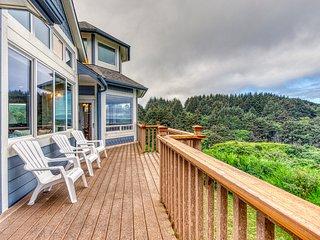Stunning blufftop home w/ deck & views of the ocean/hills - 2 dogs welcome!