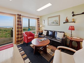 Dog-friendly oceanfront motel suite with beach access, deck & kitchen!