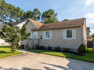 Updated home in a quiet neighborhood w/ yard & grill - walk to beach/dining!