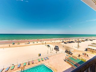 Waterfront condo w/ a shared pool, kiddie pool, full kitchen, & beach access