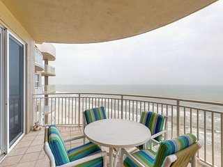 Direct oceanfront condo w/ panoramic views, 3 shared pools & 2 hot tubs!