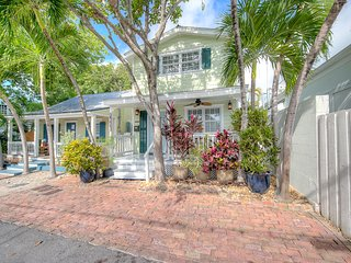 Family-friendly, downtown beach house w/ shared patio & gas grill