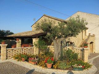 Borgo Agrituristico Il Pino (ONA201)