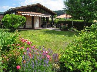 Schönes Ferienhaus auf dem Gelände des Campingplatzes Am Gülser Moselbogen