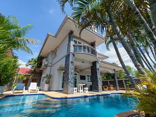 Pattaya Holiday Home 5 bed 4 bath with private pool