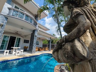 Pattaya Holiday Home 5 bed 5 bath with private pool