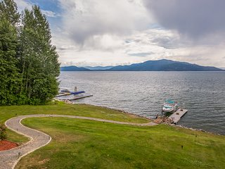 Large waterfront  home on Lake Pend Oreille w/swimming area and game room