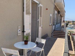 L'Argonauta, ampia casa vacanza al centro di Lampedusa, 9 posti letto due bagni.