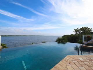 Stunning Manasota Key Waterfront Pool/Spa Home - Kayaks - Amazing!