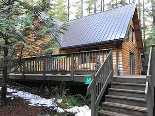 8MBR-Classic Log Cabin, Sleeps 8!