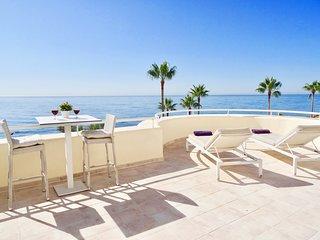 Primera linea de playa. Increíble apartamento con gran terraza frontal al mar