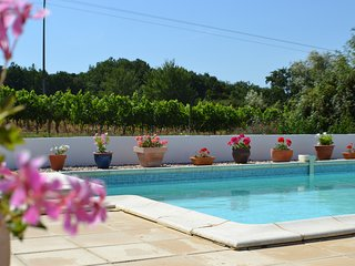 A peaceful holiday cottage with pool