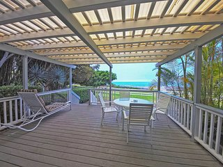 Kona cottage on working farm w/ deck & amazing sunset ocean views!