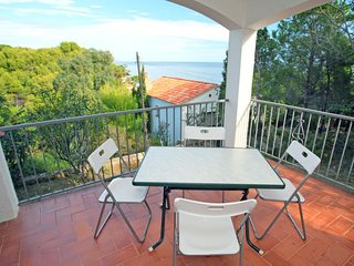1 bedroom Apartment with Walk to Beach & Shops - 5803003