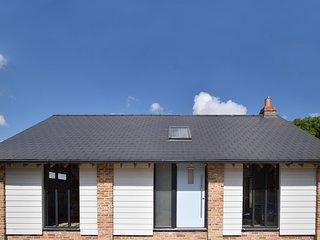 75837 Barn situated in Wimborne Minster (5mls NE)
