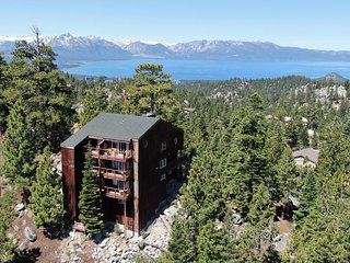 Mountain Top Condo w/ Amazing Views, Hot Tub, WiFi, Fireplace & More!