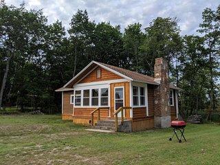 STONEY POINT Cabin #4 (Nahma) Big Bay de Noc: Sleeps 4, Dog friendly, Great Swim