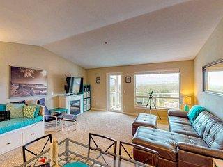 Top floor condo w/ ocean, jetty, & lighthouse views- dogs OK!