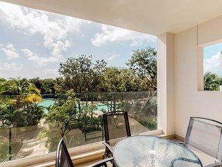 NEW LISTING! Beautiful condo w/great views from balcony, shared pool- near beach