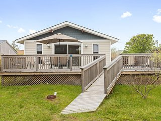 Newly remodeled home w/ sun deck, outdoor shower, & great location