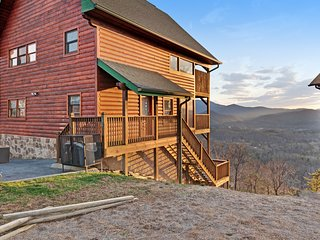 NEW LISTING! Mountain view cabin w/ private hot tub,game room & shared pool!