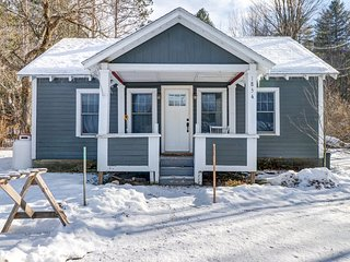 NEW LISTING! Cozy cottage close to skiing, spas, restaurants, and attractions