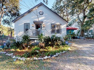 Vintage cottage w/ a furnished deck, private beach access & privacy galore!