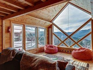Unique landmark home on 7 acres w/ mountain views - near skiing!