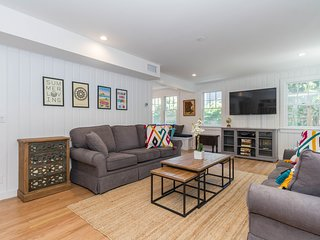 Gorgeous interior renovated dog-friendly home w/ beautiful garden!