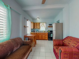 Cozy cabana w/ partial air conditioning & free WiFi - 200 yards from the beach!